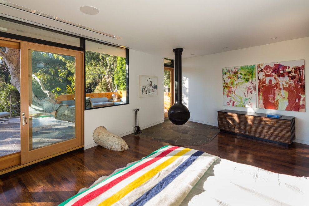 Winslow Homer Artwork for a Contemporary Bedroom with a Cantilevered and Sycamore House by ANX / Aaron Neubert Architects