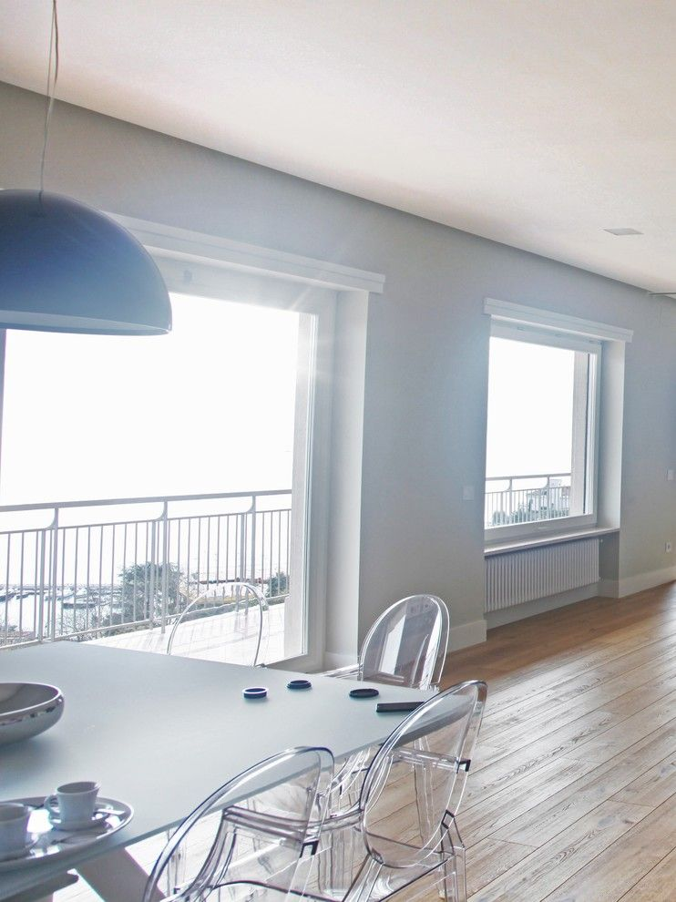 Woodco for a Contemporary Spaces with a Legno and Ristrutturazione Villa Con Con Parquet Must by Woodco