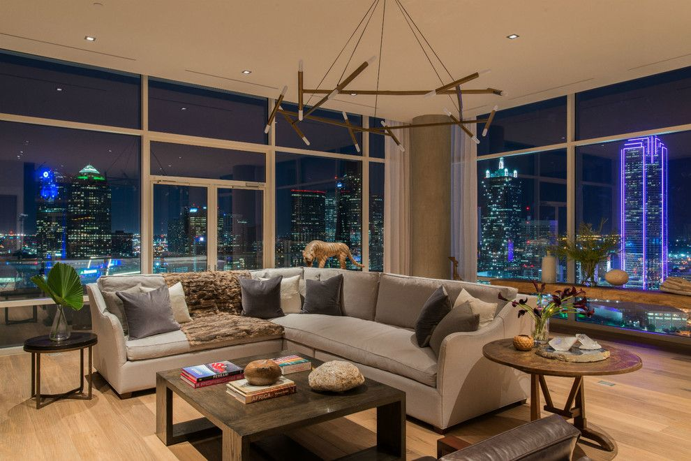 Zaza Hotel Dallas for a Modern Living Room with a Pillars and W Hotel Dallas South Unit by Platinum Series by Mark Molthan