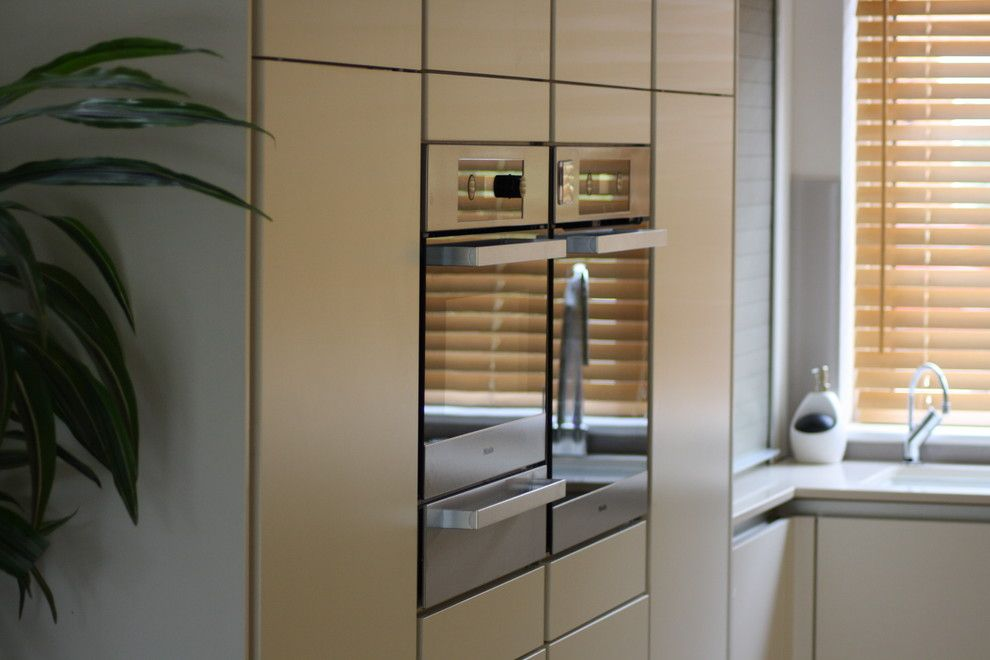 Zucchetti for a Contemporary Kitchen with a Wenge Breakfast Bar and Tw1 by John Roberts Design Ltd